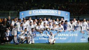 Real Madrid festeja conquista do título do Mundial de Clubes, no estádio de Yokohama, no Japão.