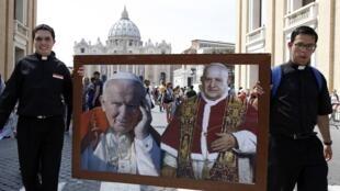 Roma foi invadida por peregrinos de todos os continentes, atraídos pela canonização de João 23 e João Paulo 2°, neste domingo (27).