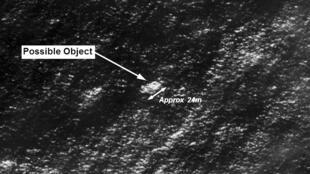 Ảnh vệ tinh của cơ quan an toàn hàng hải Úc (AMSA) cho thấy các vật lạ có thể thuộc chiếc máy bay Malaysia mất tích