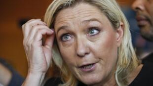 A líder da extrema direita francesa Marine Le Pen defendeu o uso da tortura