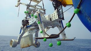 Xe kéo được dùng để rải các đường cáp biển.