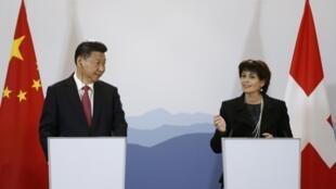 圖為早先中國國家主席習近平與瑞士聯邦主席魯特哈德共同主持新聞發布會