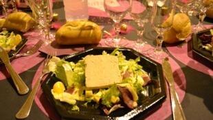 Foie gras é considerado como um prato indispensável nas ceias de Natal da França.