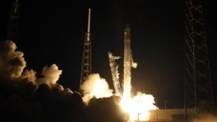 Previsão é de que Space X seja acoplado à estação na sexta-feira.