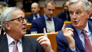 Chủ tịch Ủy Ban Châu Âu Jean-Claude Juncker (T) và trưởng đoàn đàm phán Brexit Michel Barnier tại Bruxelles ngày 30/01/2019.