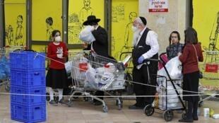 La ville de Bnei Brak, majoritairement peuplée de juifs ultra-orthodoxe, est le principal foyer de l'épidémie de Covid-19 en Israël.