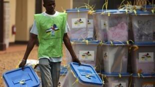 La Centrafrique attend encore les résultats du premier tour des législatives pour organiser le second tour et pouvoir, enfin, tourner la page de la transition.