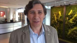 O professor de História Norberto Ferreras, de passagem pelos estúdios da RFI.
