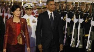 O presidente americano, Barack Obama, e a primeira-ministra tailandesa, Yingluck Shinawatra, em Bangcoc, neste domingo.