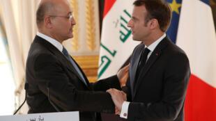 O presidente do Iraque, Barham Saleh, foi recebido pelo presidente francês, Emmanuel Macron, no Palácio do Eliseu, em Paris, em 25 de fevereiro de 2019.