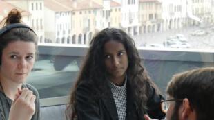 Alunos de um Liceu de Castelfranco Veneto em pleno debate sobre a campanha eleitoral na Itália, a votos a 4 de março