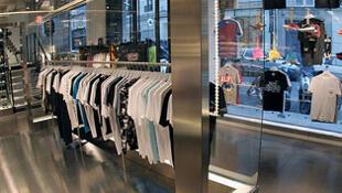 A loja colette, na rua Saint Honoré, ficou famosa por sua mistura de gêneros.