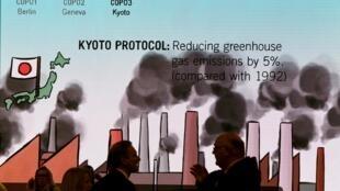 Áp phích quảng bá Nghị định thư Kyoto tại Hội nghị Khí hậu Quốc tế COP23, Bonn, Đức. Ảnh chụp ngày 8/11/2017.
