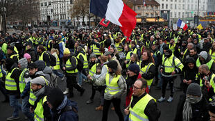 """""""Coletes amarelos"""" protestam em Paris (26/01/19)."""