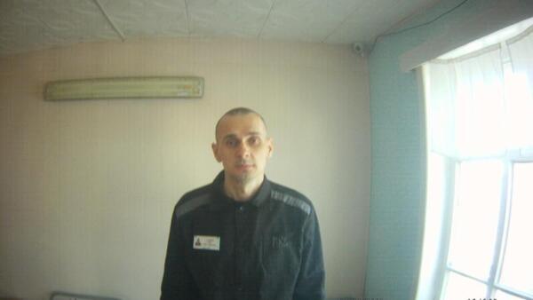 Олег Сенцов держит голодовку уже сотый день.