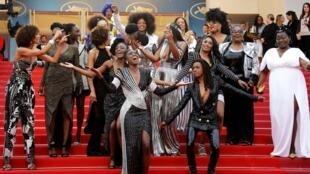 Seize actrices françaises noires et métisses ont monté les marches ensemble, le 16 mai 2018, pour dénoncer la sous-représentation des personnes noires dans le 7ème art en France.