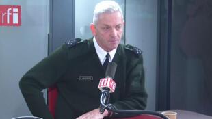 Tướng François Lecointre, tổng tham mưu trưởng quân đội Pháp tại phòng thu của đài Phát thanh Quốc Tế Pháp RFI, ngày 29/11/2019.