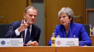 Thủ tướng Anh Theresa May (P) và chủ tịch Hội Đồng Châu Âu Donald Tusk, trong cuộc họp thượng đỉnh châu Âu, Bruxelles, ngày 25/11/2018