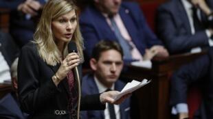 La députée du mouvement politique Les républicains, Virginie Duby-Muller, prend la parole lors d'une session de questions au gouvernement à l'Assemblée nationale française à Paris, le 5 novembre 2019.