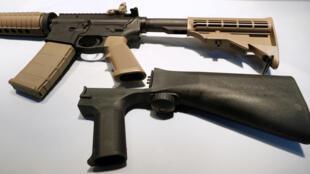 Un «bump stock», ce mécanisme qui permet de rendre automatique une arme semi-automatique.