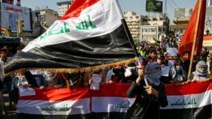 معترضان عراقی که بعد از حدود چهار ماه، همچنان به تظاهرات و تحصن ادامه میدهند و خواهان تغییرات بنیادین سیاسی و به ویژه مبارزه با فساد دولتی هستند.