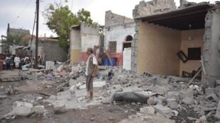 Một căn hộ của dân ở thành phố Houdieda, Yemen, bị đánh sập. Ảnh ngày 21/12/2015.