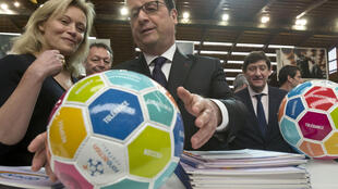 French President Francois Hollande (C) visits the French National Institute of Sport and Physical Education in Paris on 29 March, 2016