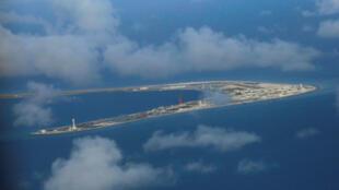 Ảnh chụp từ trên không Đá Xu Bi, Trường Sa, tháng 4/2017. Đây là một trong 3 đảo mà Trung Quốc đã lấp đặt tên lửa, theo tình báo Mỹ.