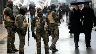Forças de ordem patrulham as ruas da capital Bruxelas desde sábado, 21 de novembro.