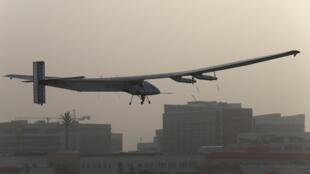 Nesta segunda-feira (9), decolou de Abu Dhabi, o avião Solar Impulse 2, que iniciou uma volta ao mundo exclusivamente com energia solar.