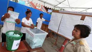 泰國立法選舉點票場,2019年3月24日,曼谷。