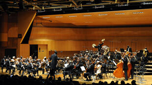 L'Orchestre symphonique kimbanguiste de Kinshasa sous la direction du chef d'orchestre Armand Diangienda.