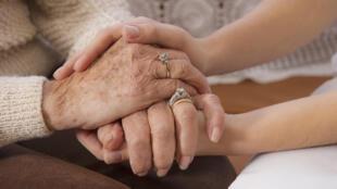 Le vieillissement de la population et le taux de natalité toujours élevé en France offre au secteur des services à la personne une croissance importante (photo d'illustration).