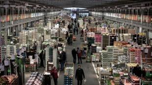 Le pavillon des fruits et légumes du marché de Rungis, dans le Val-de-Marne, en décembre 2016 (photo d'illustration).