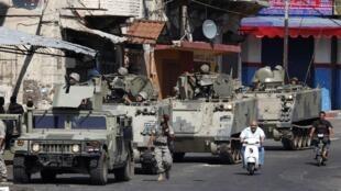 Soldados libaneses patrullando después de los enfrentamientos, este 15 de mayo de 2012.