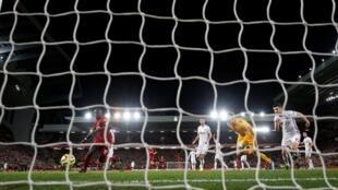 Sadio Mané, marquant le 2e but pour Liverpool contre Sheffield United au stade Anfield le 2 janvier 2020.