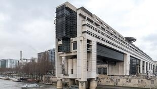 O prédio onde fica o Ministério da Economia e das Finanças, na França.