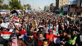 دانشجویان دانشگاه در جریان اعتراضات ضددولتی در بغداد. سهشنبه ١۵ بهمن/ ٤ فوریه ٢٠٢٠