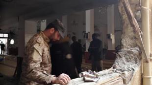 انفجار دو بمب، در مسجدی در شهر بنغازی، به هنگام برگزاری نماز ظهر جمعه، یک کشته و ۶۲ زخمی برجای گذارد.