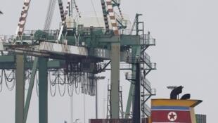 Autoridades do Panamá apreenderam navio norte-coreano que tentava atravessar o Canal do Panamá levando um carregamento de material militar cubano.