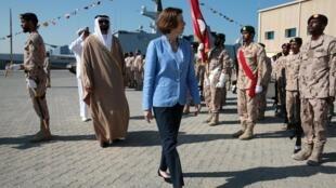 Министр обороны Франции Флоранс Парли во время церемонии на военно-морской базе в Абу-Даби (ОАЭ), 24 ноября 2019 г.