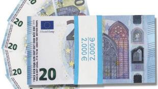 """O """"dinheiro do cinema"""": notas falsas que enganam os varejistas franceses."""