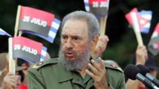 Rais wa Cuba Fidel Castro (wakati wa uhai wake) akihutubia umati wa Wacuba Julai 26, 2006 mjini Bayamo, nchini Cuba.