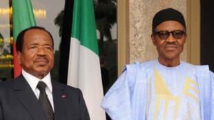 Nigerian President Muhammadu Buhari (R) and Cameroonian President Paul Biya pose for a photo in Abuja on 3 May 2016.