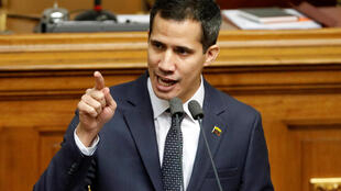 O novo presidente do Legislativo venezuelano, Juan Guaidó, contesta a legitimidade de Nicolás Maduro