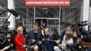 Оппозиционный кандидат в мэры Москвы Алексей Навальный с семьей на избирательном участке 8 сентября 2013