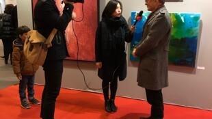 顾乃安教授在巴黎艺术财富沙龙接受中国广东卫视刘建宏、徐丹采访, 谈王涵的艺术工作