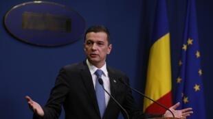 Thủ tướng Rumani Sorin Grindeanu thông báo rút lại sắc lệnh giảm nhẹ tội tham nhũng. Ảnh 04/02/2017.