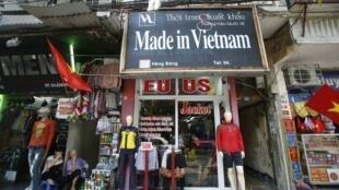 Một cửa hàng trên phố Hàng Bông, Hà Nội. Ảnh minh họa.
