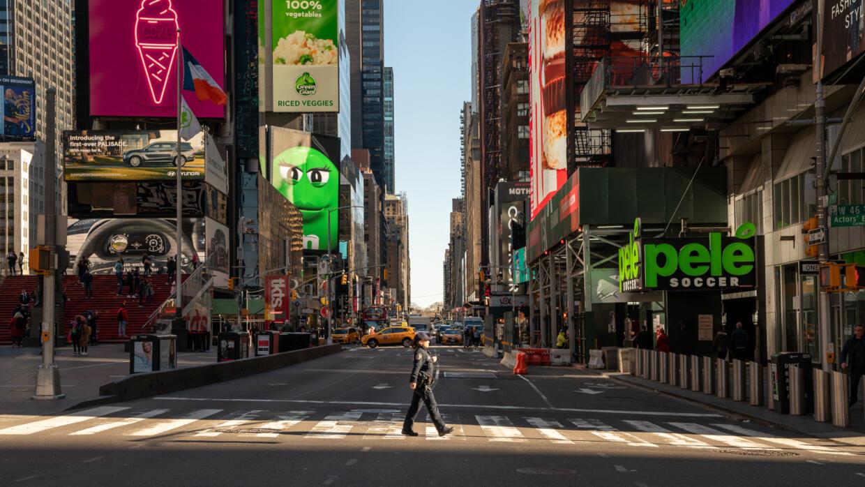Tại New York, khu Times Square hoang vắng sau khi chính quyền tiểu bang ban bố tình trạng khẩn cấp. Ảnh chụp ngày 12/03/2020.